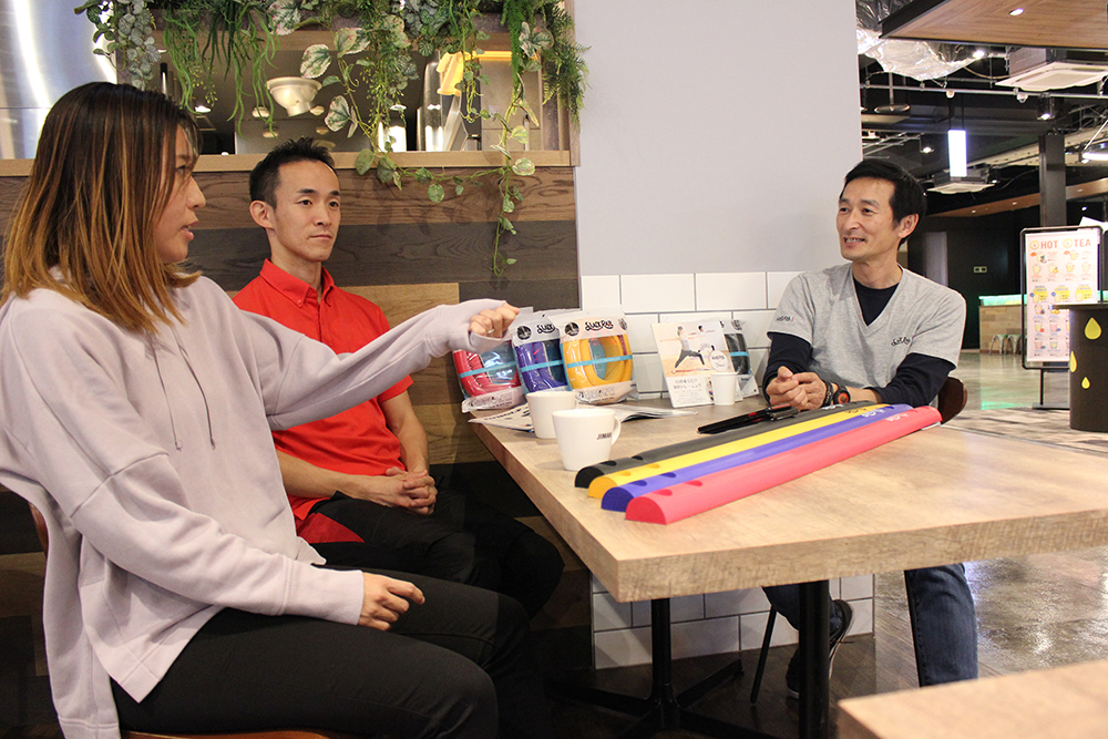 スポーツと軸について話す3人